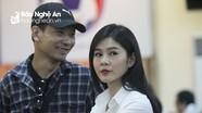 Nữ phóng viên Việt Nam hút mọi ánh mắt tại họp báo trước trận Việt Nam - Philippines