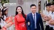 Tiền vệ Hồ Khắc Ngọc của SLNA đính hôn, bảnh bao trong bộ ảnh cưới