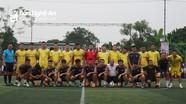 Hàng nghìn cổ động viên cổ vũ Văn Quyến và cầu thủ SLNA đá bóng từ thiện