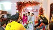 Tiền vệ Phan Văn Đức rạng ngời bên Nhật Linh trong lễ đính hôn