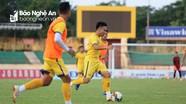 V.League 2020 hoãn, cầu thủ Việt Nam làm gì trong mùa Covid-19?