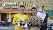 Phạm Xuân Mạnh được SLNA tổ chức sinh nhật ngay trong buổi tập