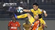 Ai sẽ thay thế trung vệ Hoàng Văn Khánh của SLNA trong suốt 1 tháng?