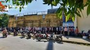 Cổ động viên đội nắng xếp hàng mua vé trận Sông Lam Nghệ An – TP. Hồ Chí Minh