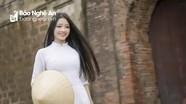 Cuốn hút nét thanh xuân cùng tà áo dài bên cổng thành hàng trăm năm tuổi ở Nghệ An