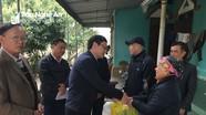 Các đơn vị tặng quà 'Tết vì người nghèo Xuân Mậu Tuất'