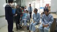 Đảng ủy Khối Doanh nghiệp tặng quà cho các bệnh nhân có hoàn cảnh khó khăn
