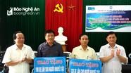 Hội Liên hiệp các tổ chức Hữu nghị tỉnh tặng xe lăn cho người khuyết tật