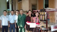 Nghĩa Đàn: Hỗ trợ khung dệt thổ cẩm cho các hộ dân tộc Thái