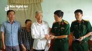 Bộ CHQS tỉnh tặng quà cho gia đình quân nhân có hoàn cảnh khó khăn
