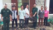 BĐBP trao tặng lợn giống cho hộ nghèo ở Kỳ Sơn