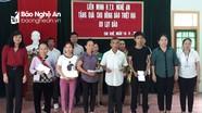Trao quà cho 10 hộ dân bị thiệt hại do lũ lụt ở Con Cuông