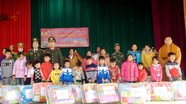Hoạt động tặng quà, hỗ trợ học sinh nghèo, người nghèo