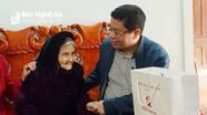 Văn phòng Tỉnh ủy tặng quà Tết Bà mẹ Việt Nam Anh hùng