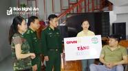 """Chương trình """"Vòng tay đồng đội"""" tặng quà gia đình Đại úy Nguyễn Đình Tài"""