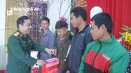 Bộ Chỉ huy Quân sự tỉnh tặng quà Tết người nghèo tại Quế Phong