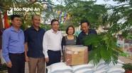 Hội Nông dân tỉnh trao quà ủng hộ các địa phương bị thiệt hại do lũ lụt