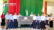 Ban Dân vận Tỉnh ủy trao gần 750 chiếc áo ấm cho học sinh nghèo Tương Dương