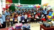 Trao 250 suất quà cho học sinh nghèo Quế Phong