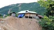 Nghệ An: Hàng chục hộ dân bỏ nhà, bỏ bản vì lo núi lở