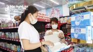 Nghệ An: Lượng người mua khẩu trang bắt đầu tăng