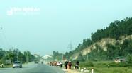 Nghệ An: Vô tư biến quốc lộ thành sân phơi lúa