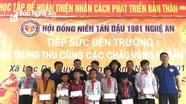Trao quà cho học sinh vùng lũ, vùng khó khăn huyện Con Cuông, Kỳ Sơn