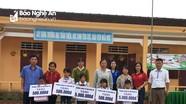 Tặng quà, động viên các học sinh vùng khó khăn ở Tân Kỳ, Nghĩa Đàn