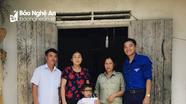 Tặng quà cho 4 gia đình khó khăn ở Đô Lương