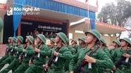 Chiến sỹ Sư đoàn 324 biểu diễn kỹ thuật nhảy qua vòng lửa trong lễ ra quân huấn luyện