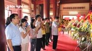 Đảng ủy Khối Các cơ quan tỉnh dâng hương tại Truông Bồn và Nghĩa trang liệt sỹ Việt - Lào