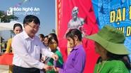 Phó Chủ tịch UBND tỉnh Bùi Đình Long chung vui Ngày hội Đại đoàn kết ở Yên Thành
