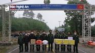 Lực lượng vũ trang tỉnh Hủa Phăn chúc Tết Biên phòng Nghệ An