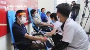 Gần 1.000 người tham gia hiến máu tình nguyện tại Nghệ An