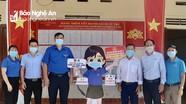 Tỉnh đoàn trao tặng các điểm rửa tay sát khuẩn tại khu vực bầu cử
