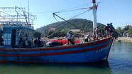 Nghệ An: Cứu hộ thành công tàu cá và 17 thuyền viên trôi dạt trên biển