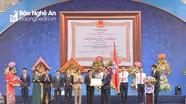 Phó Thủ tướng Vương Đình Huệ trao Huân chương Lao động hạng Nhất cho Trường Đại học Vinh