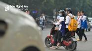Nhốn nháo giao thông trước cổng trường học ở thành phố Vinh