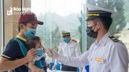 Vị bác sĩ người Mông ngày ngày bám trụ tuyến đầu chống dịch ở biên giới Nghệ An