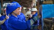 Công đoàn Viên chức Nghệ An tặng quạt công nghiệp, máy lọc nước cho công nhân