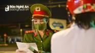 Những 'bông hồng xanh' trên tuyến đầu chống dịch ở thành Vinh