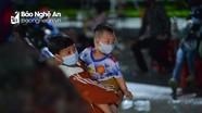 Những đứa trẻ vượt hàng nghìn km theo cha mẹ hồi hương