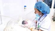 Cứu sống bé gái sinh non cân nặng 800 gram do mẹ mắc hội chứng HELLP hiếm gặp