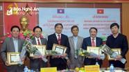 Tỉnh Xiêng Khoảng (Lào) tặng bằng khen, giấy khen cho ngành y tế Nghệ An