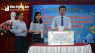 BHXH Nghệ An quyên góp tặng sổ BHXH cho người có hoàn cảnh khó khăn