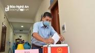 Video: Các cử tri là F1 của bệnh nhân Covid-19 ở Nghệ An tham gia bầu cử ở khu cách ly