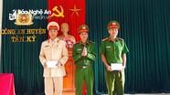 Khen thưởng 2 tập thể bắt giữ đối tượng tàng trữ pháo và khai thác khoáng sản trái phép