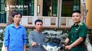 Bộ đội biên phòng Nghệ An trao trả xe máy kẻ gian đánh cắp giấu trong bụi rậm
