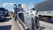 Xe hổ vồ va chạm với xe con lật nghiêng, 3 người thoát chết trên quốc lộ 1A  