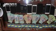 Nghệ An: Đột kích sới bạc di động 'khủng', thu giữ hàng trăm triệu đồng